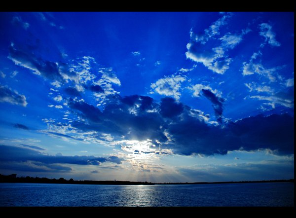 in_the_blue_mood_by_lachatrose